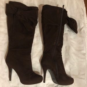 Brown Suede Calf Boots With A Bow